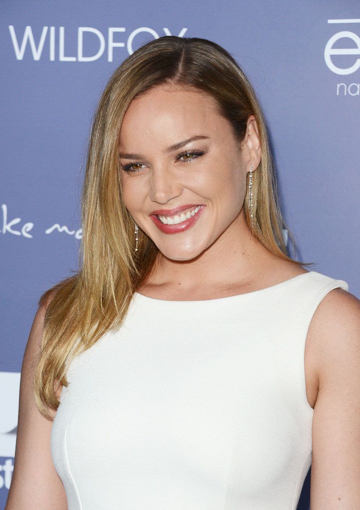 Abbie Cornish Cleavage