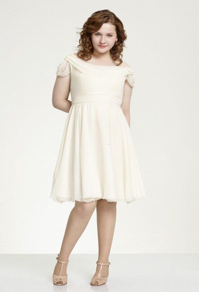 Abigail Breslin In Shorts Photos