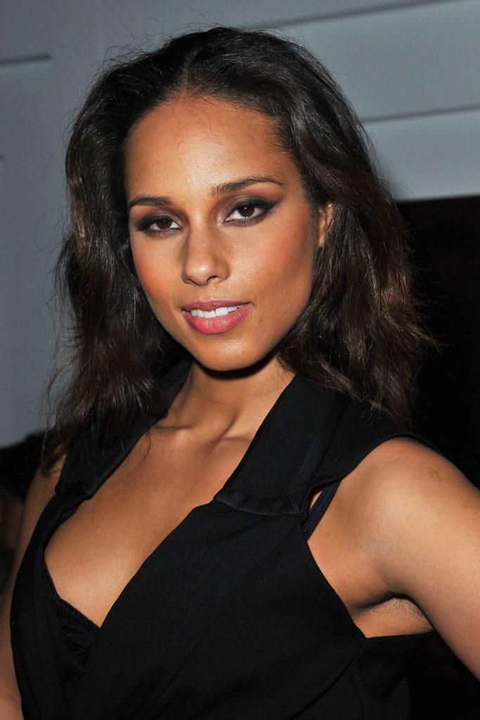Alicia Keys Bra Photos