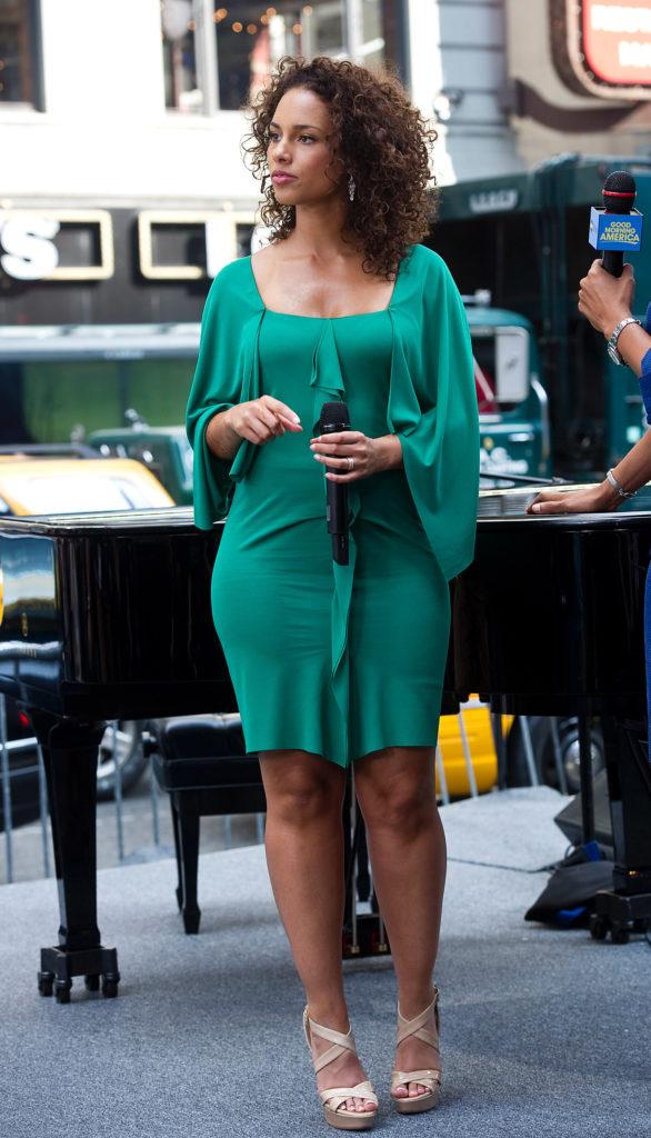 Alicia Keys Legs Photos