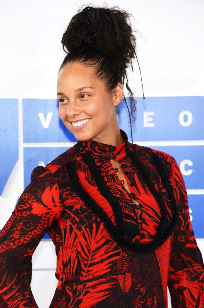 Alicia Keys Shorts Wallpaper