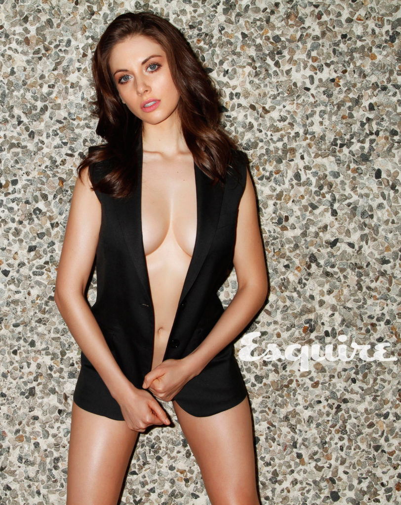 Alison Brie Boobs Photos In Shorts
