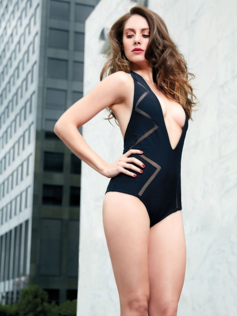 Alison Brie Thighs Pictures