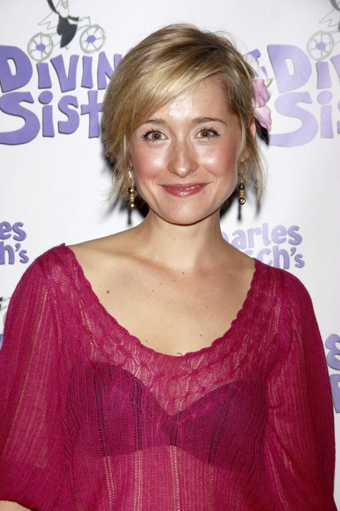 Allison Mack Bra Wallpapers