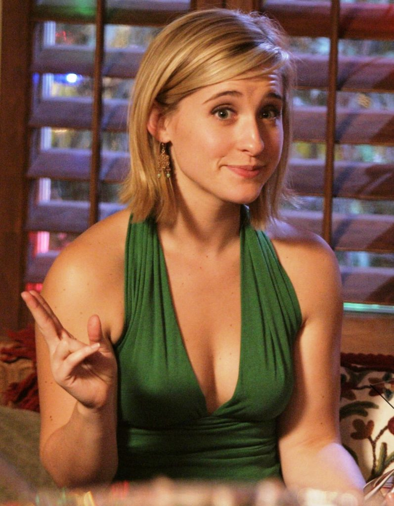 Allison Mack Braless pics