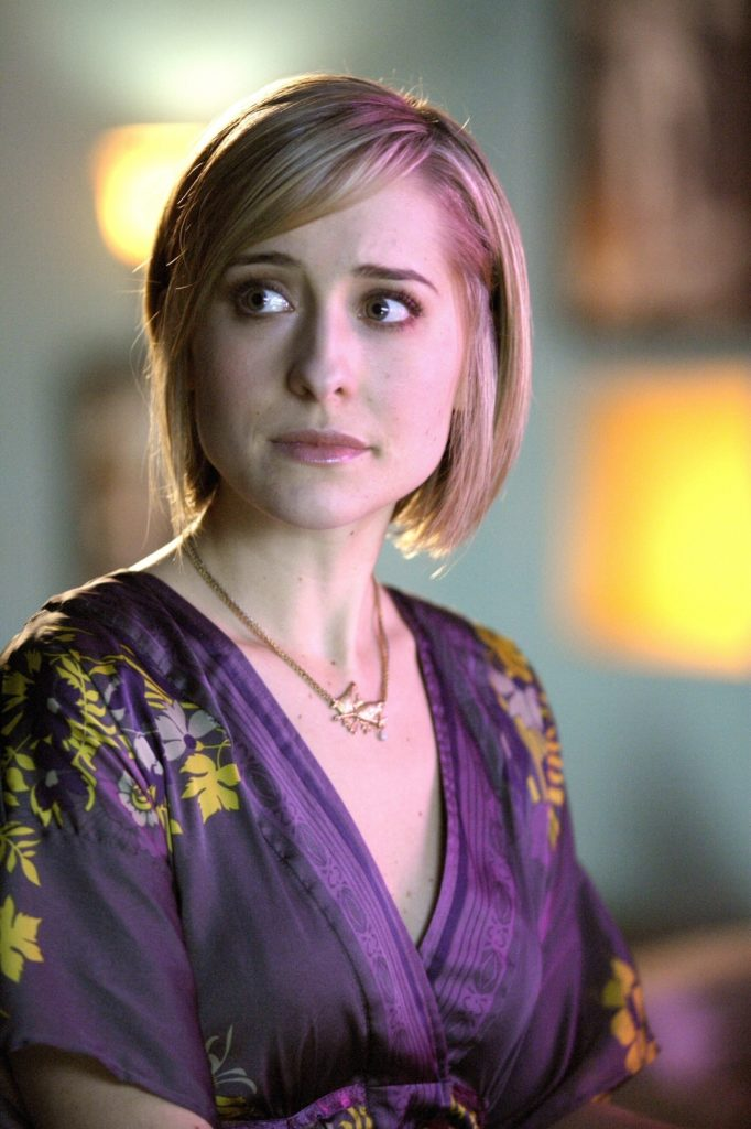Allison Mack Cute Pictures