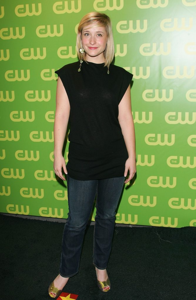 Allison Mack Jeans Photos