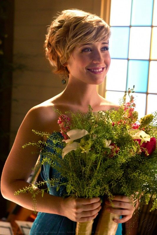 Allison Mack Pics With Flower