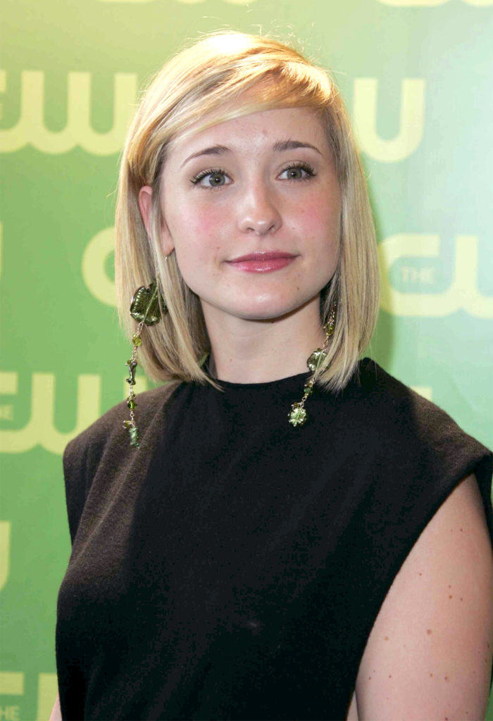 Allison Mack Shorts Photos