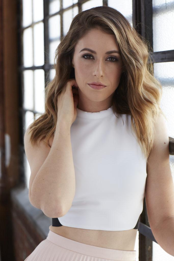 Amanda Crew Short Hair Pics