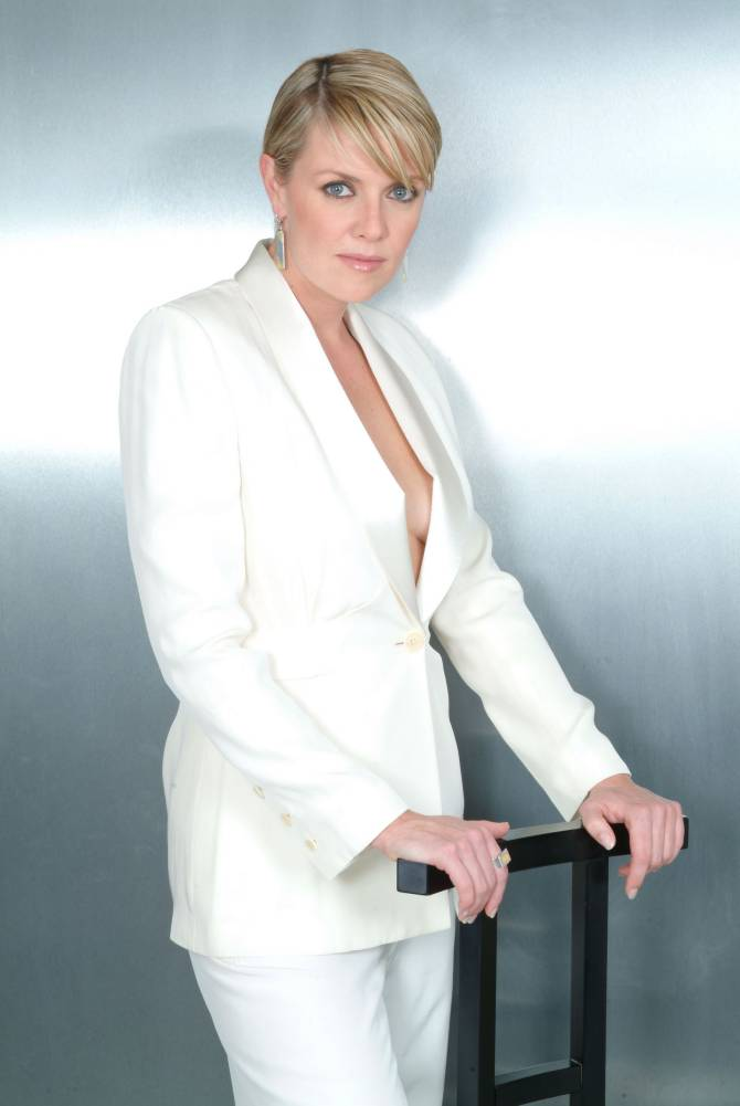 Amanda Tapping White Clothes Pics