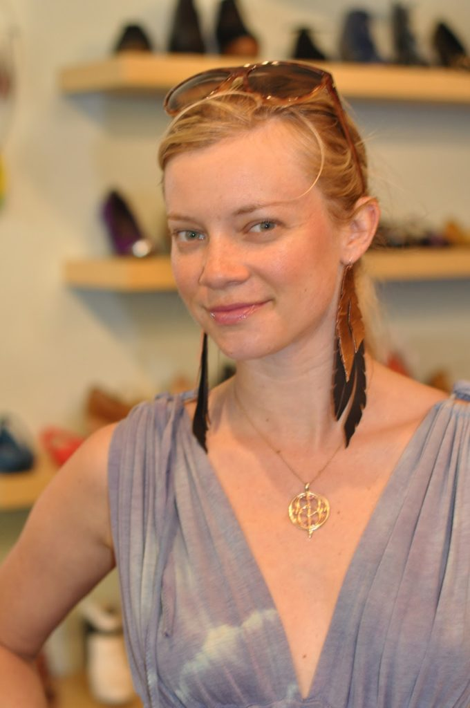 Amy Smart Braless Wallpapers