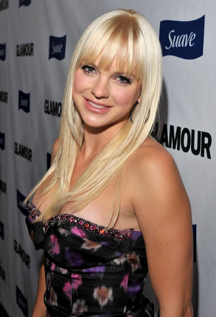 Anna Faris Without Bra Pics
