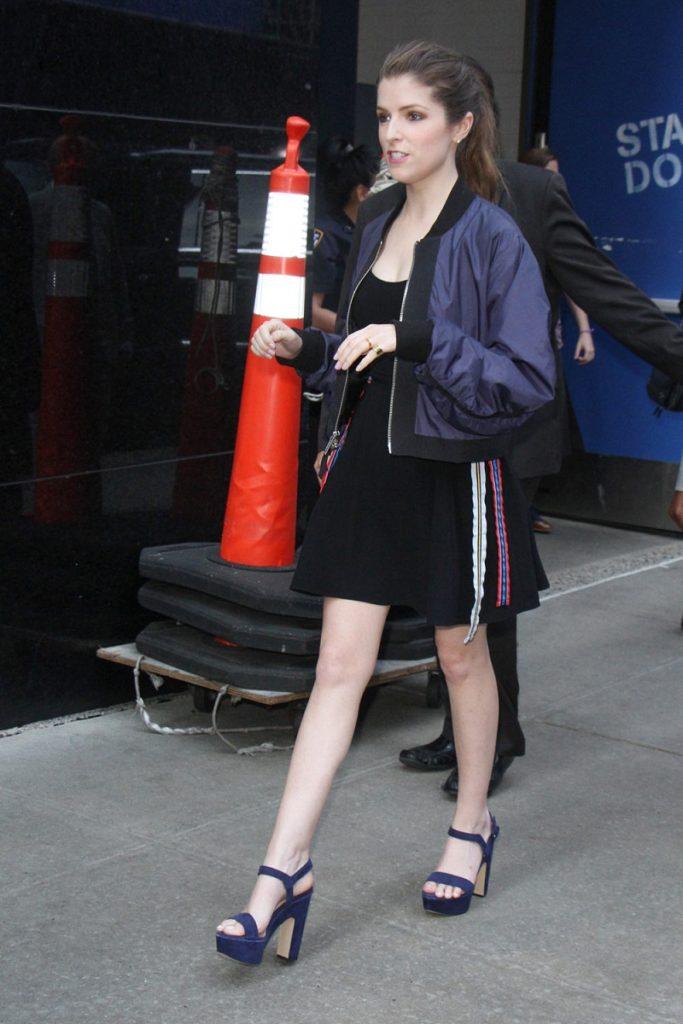 Anna Kendrick Heals Pics