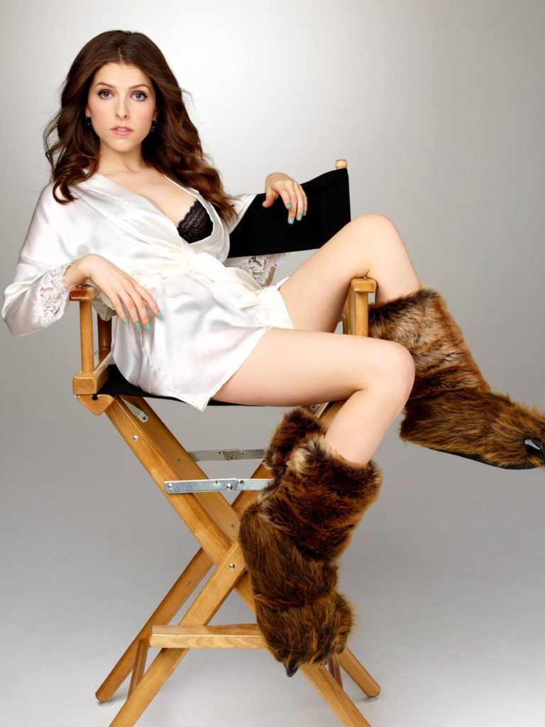 Anna Kendrick Thighs Pictures