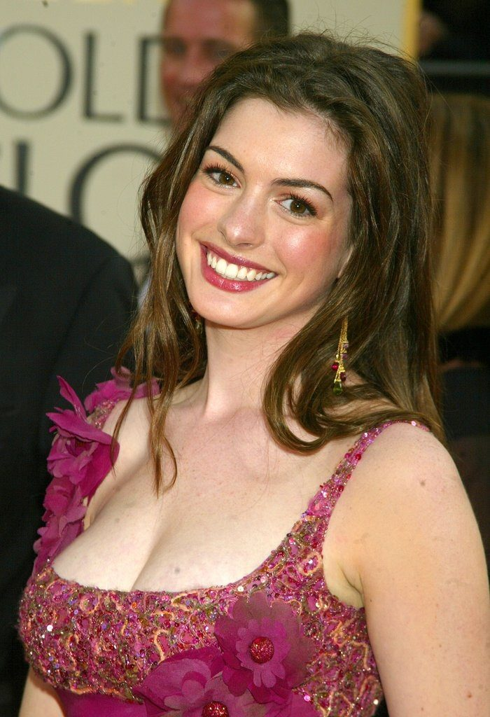 Anne Hathaway Braless Pictures