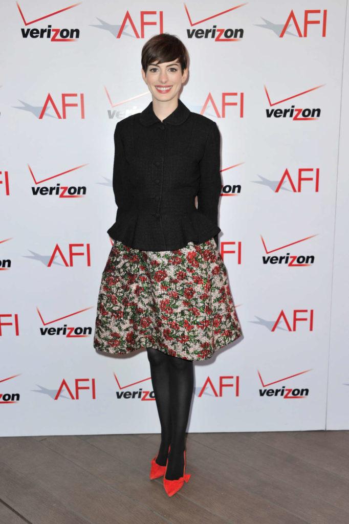 Anne Hathaway Heals Pictures