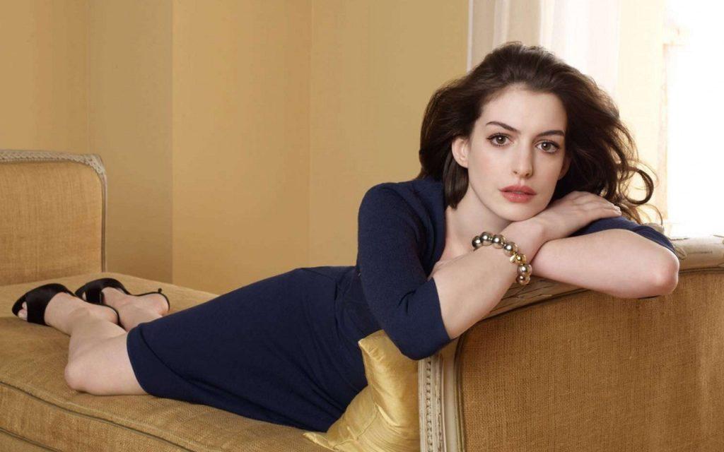 Anne Hathaway Hot Photos