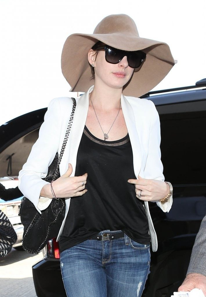 Anne Hathaway Jeans Photos