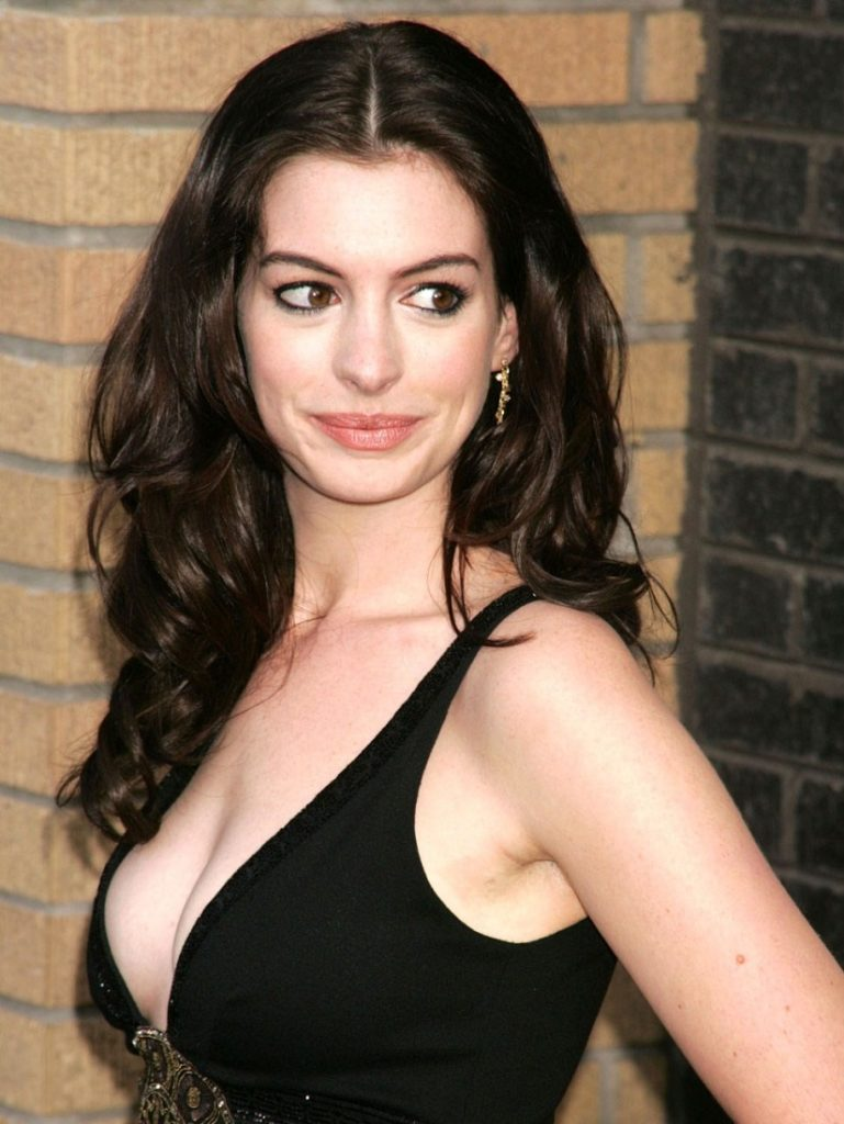 Anne Hathaway Topless Pics