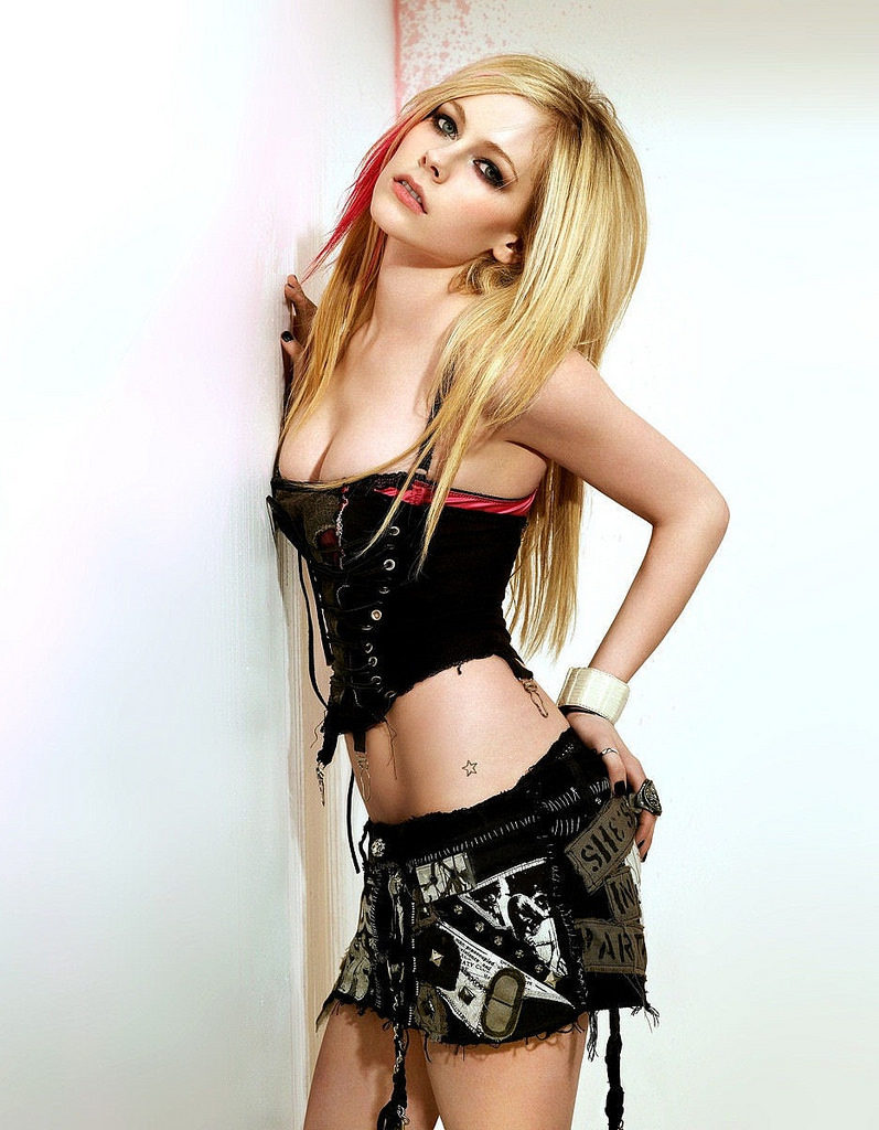 Avril Lavigne Navel Pictures
