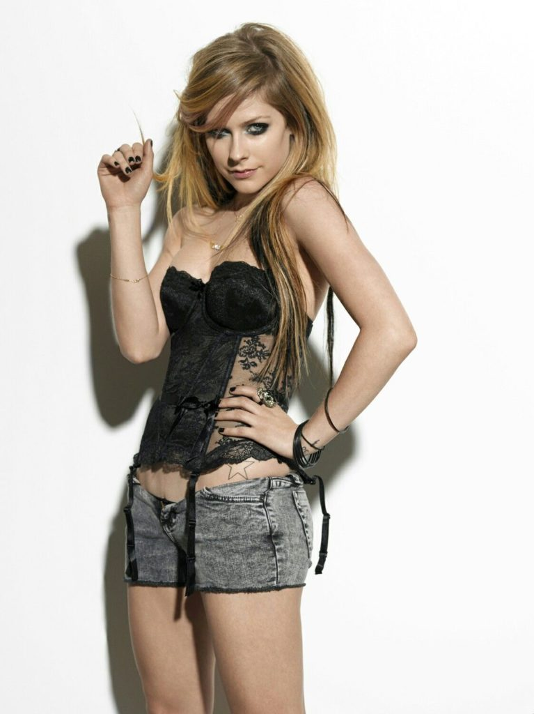 Avril Lavigne Shorts Images