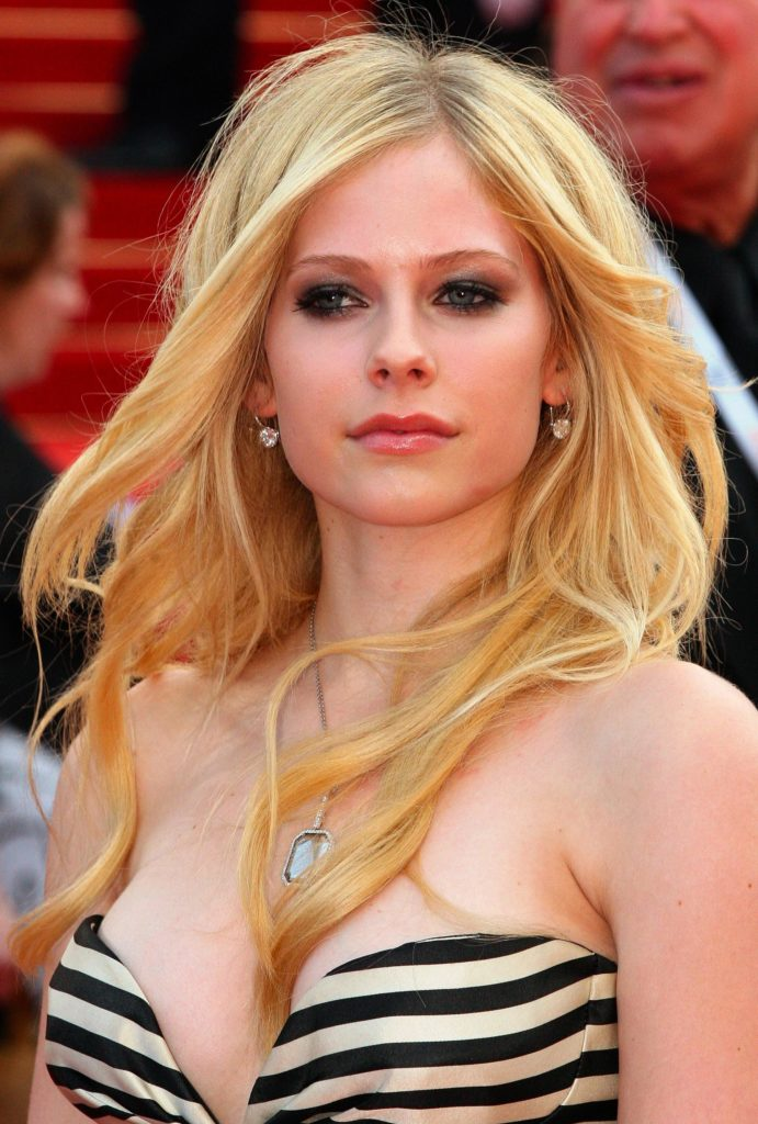 Avril Lavigne Topless Photos
