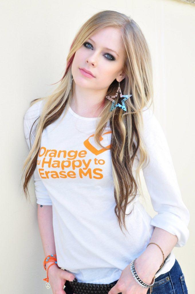 Avril Lavigne jeans Photos