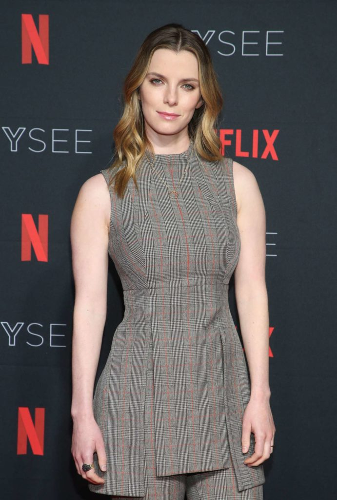 Betty Gilpin Hot Images