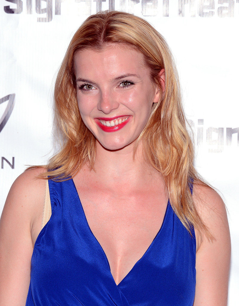 Betty Gilpin Topless Pics