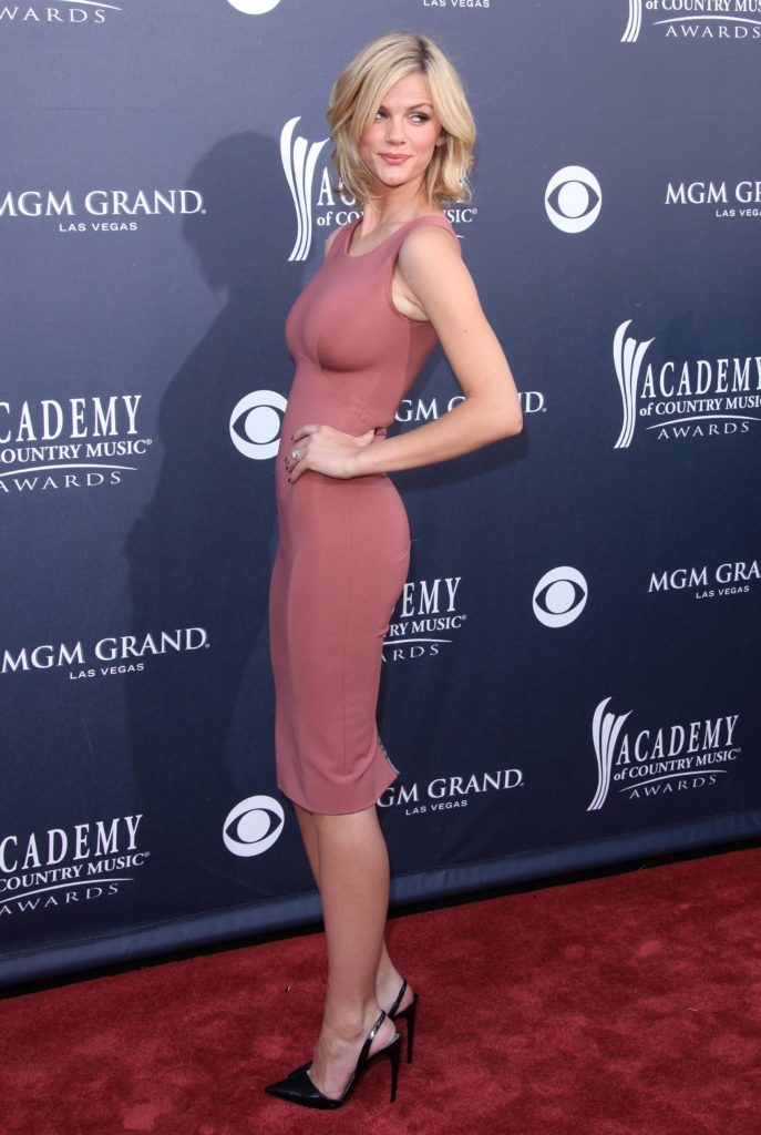 Brooklyn Decker Heals Photos