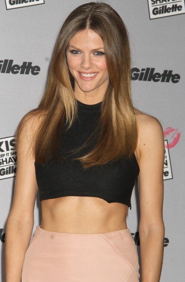 Brooklyn Decker Navel Pics