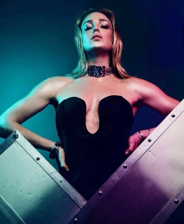 Caity Lotz Boobs Pictures