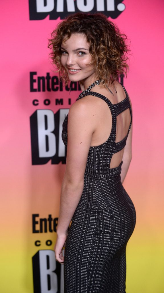 34 Camren Bicondova Hot Bikini Pictures - One Of The Most Sexy Actress