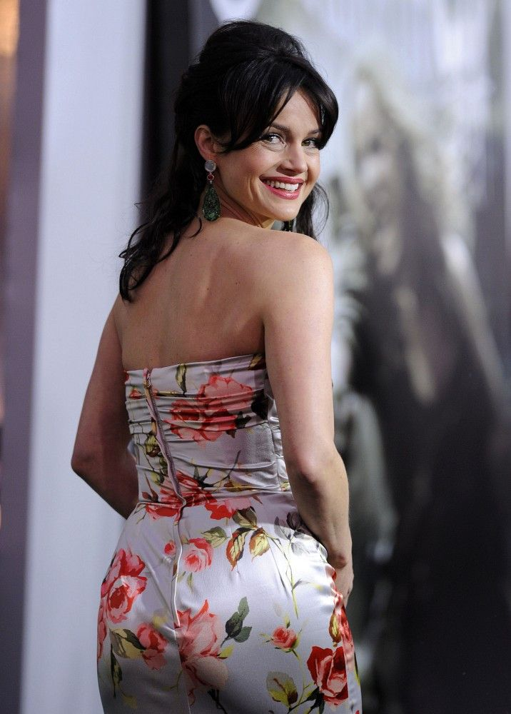 Carla Gugino Backless Clothes Pictures