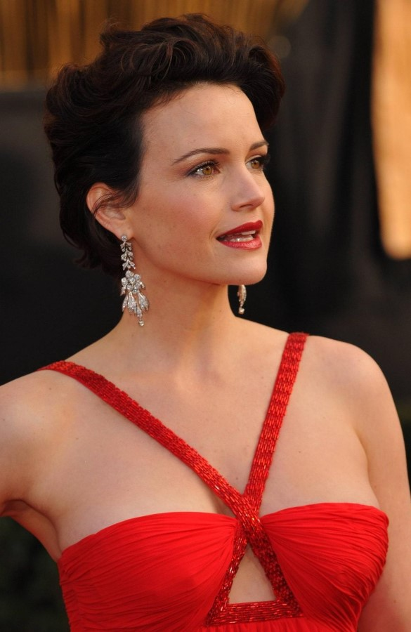 Carla Gugino Bra Photos