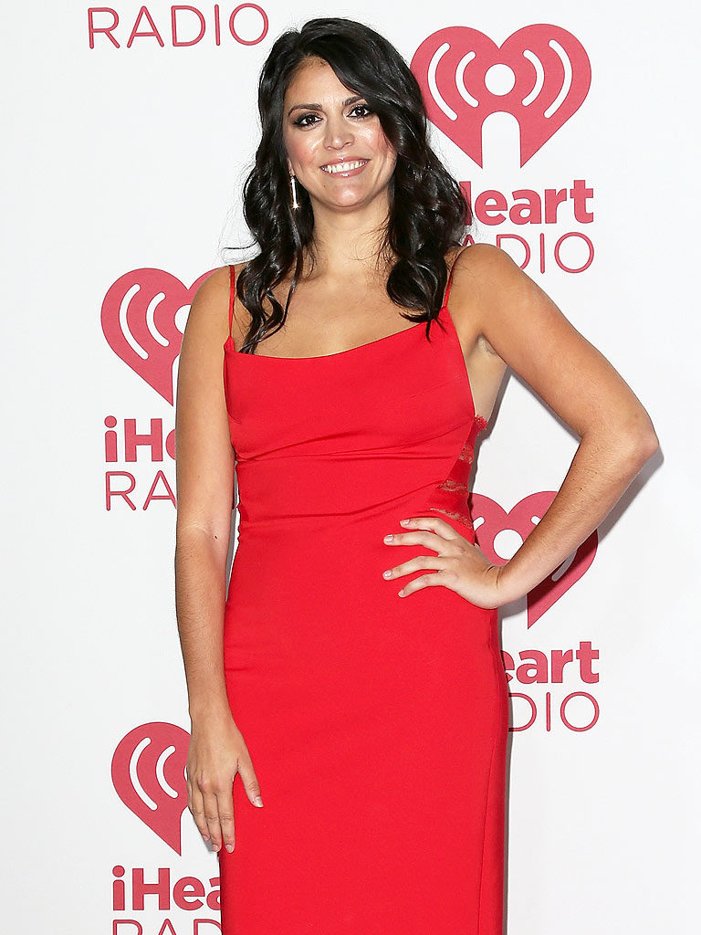 Cecily Strong Red Clothes Pics