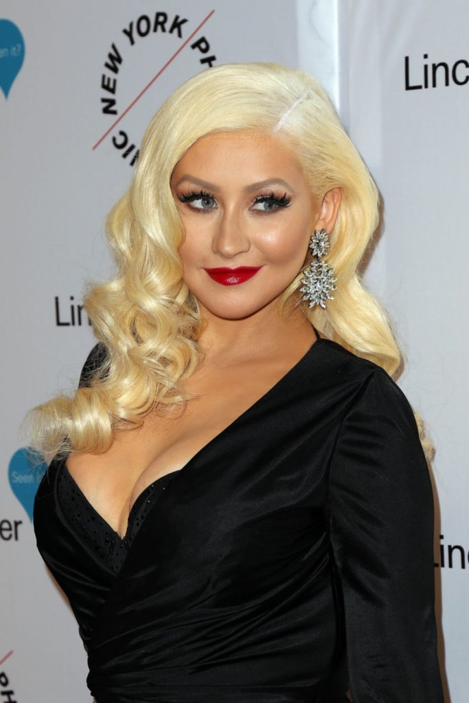Christina Aguilera Topless Photos