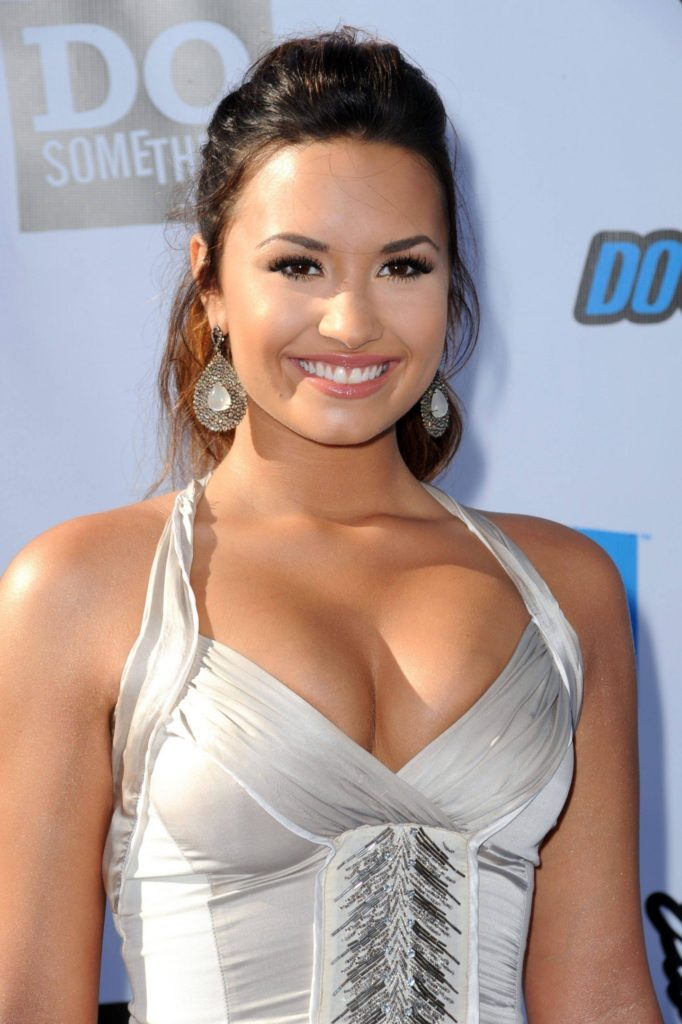 Demi Lovato Boobs Images