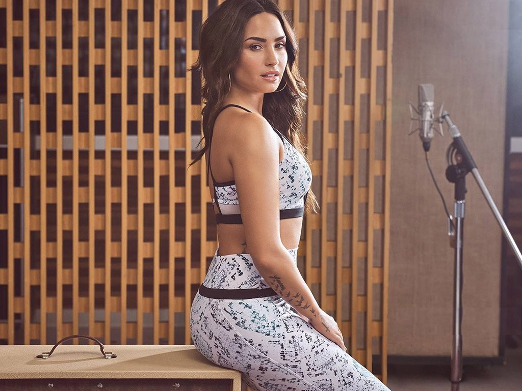 Demi Lovato Leggings Images