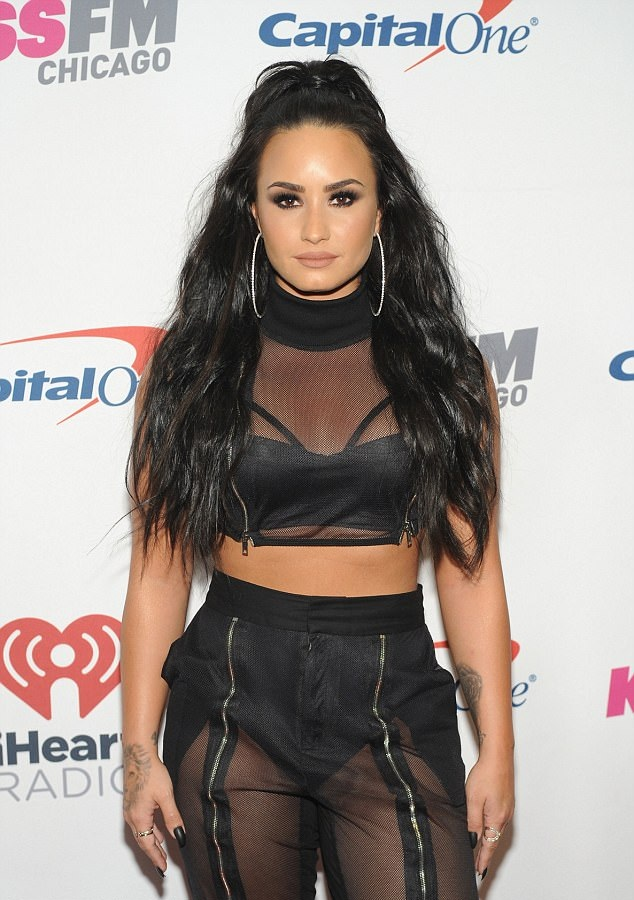 Demi Lovato Navel Pictures