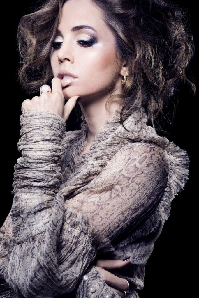 Eliza Dushku Makeup Pictures