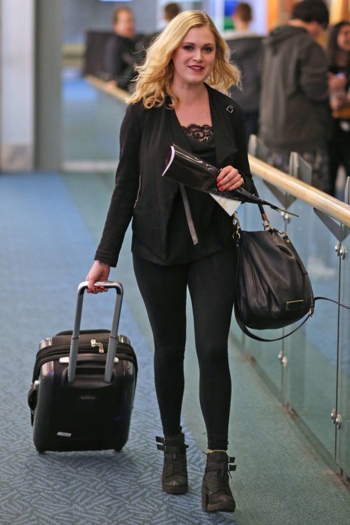 Eliza Taylor Airport Look Images