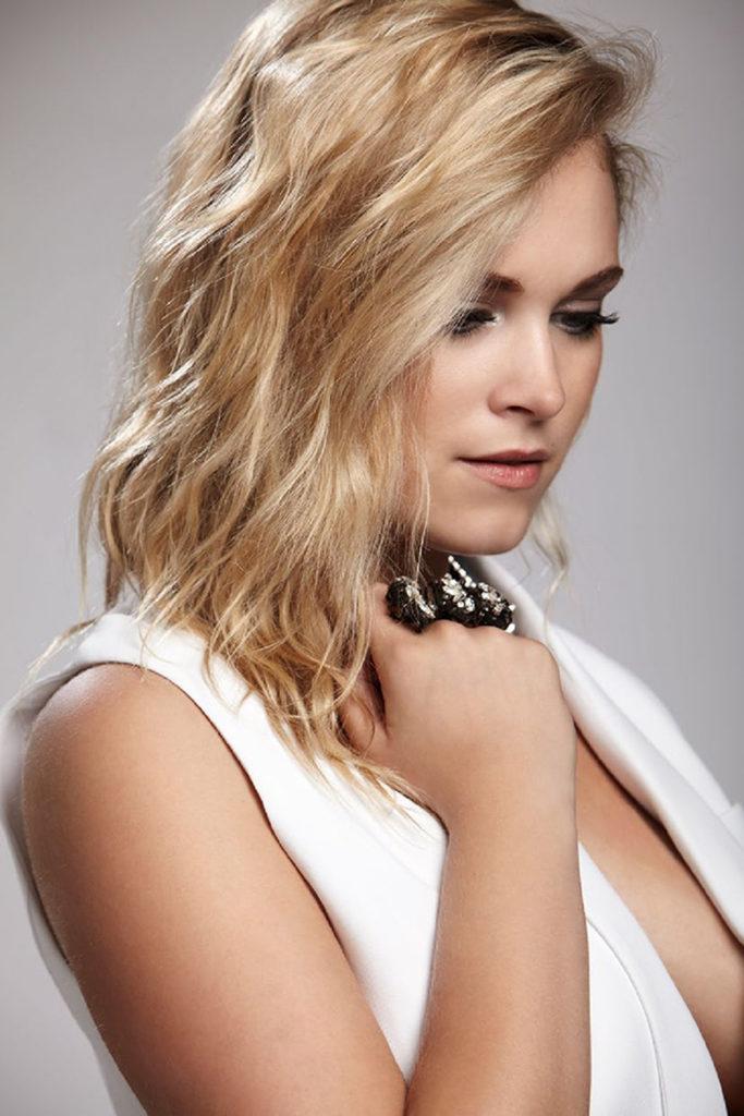 Eliza Taylor Shows Off New Sleek & Short Hair at 'Thumper ... |Eliza Taylor Hair