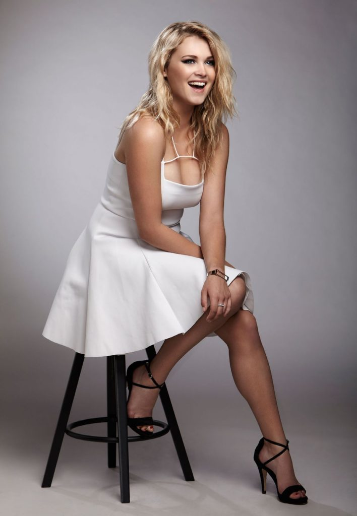 Eliza Taylor High Heals Photos
