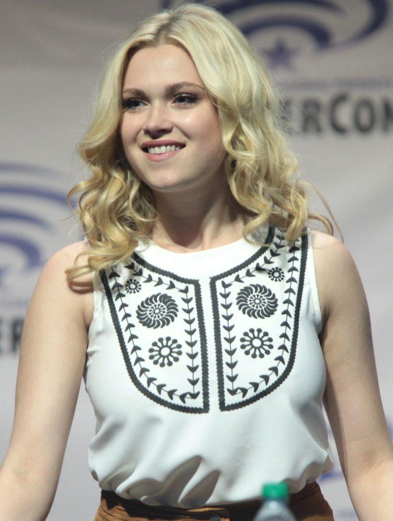 Eliza Taylor Smile Pictures
