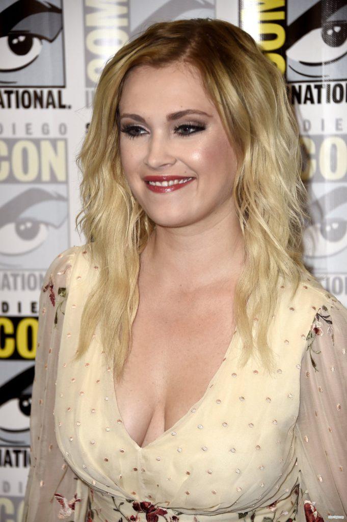Eliza Taylor Topless Pics