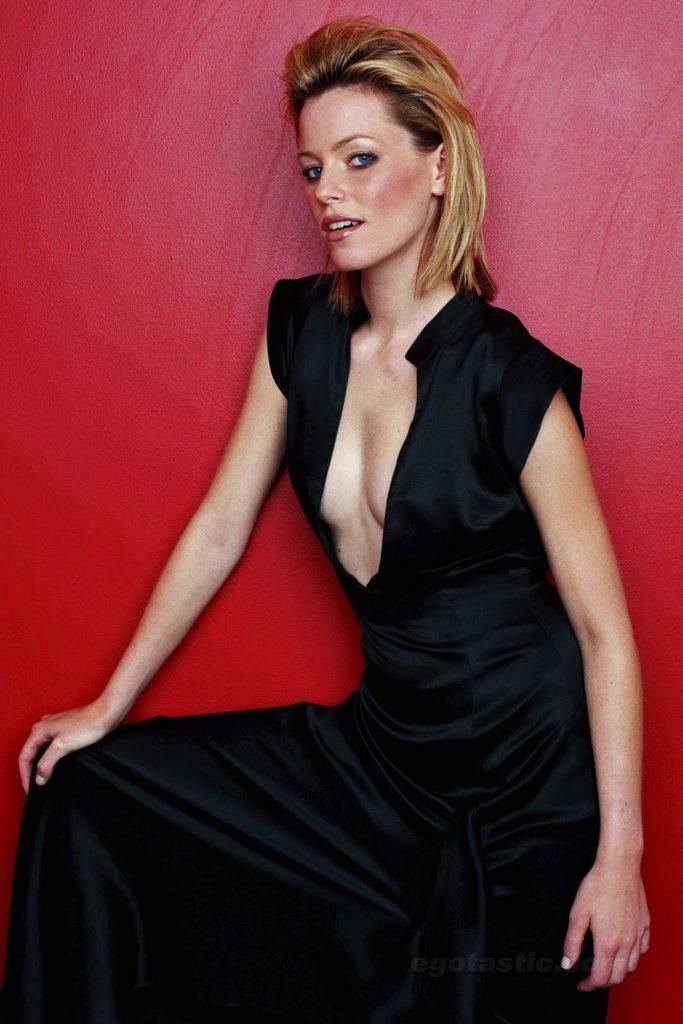 Elizabeth Banks Without Bra Images