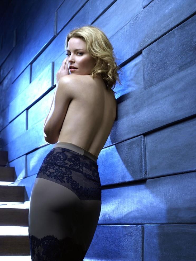 Elizabeth Banks Yoga Pants Pictures