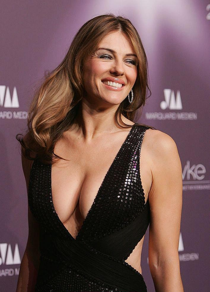 Elizabeth Hurley Boobs Images Gallery